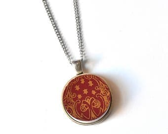 Simple Circle Broken Plate Pendant - Red and Gold - Recycled China