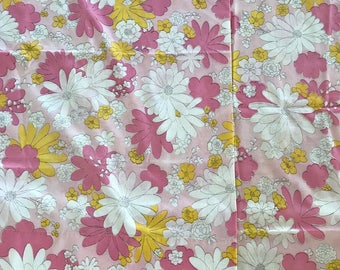 Set of 2 Daisies daisy Pink Yellow pillowcases vintage standard Cannon Monticello