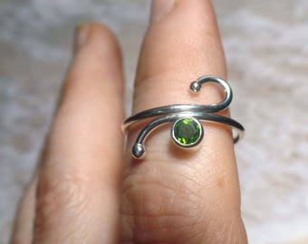 Argentium Sterling Silver, wire ring, Helenite gemstone, green stone ring, faceted bezel set,  size 7 ring, Silver jewelry, handmade, forged