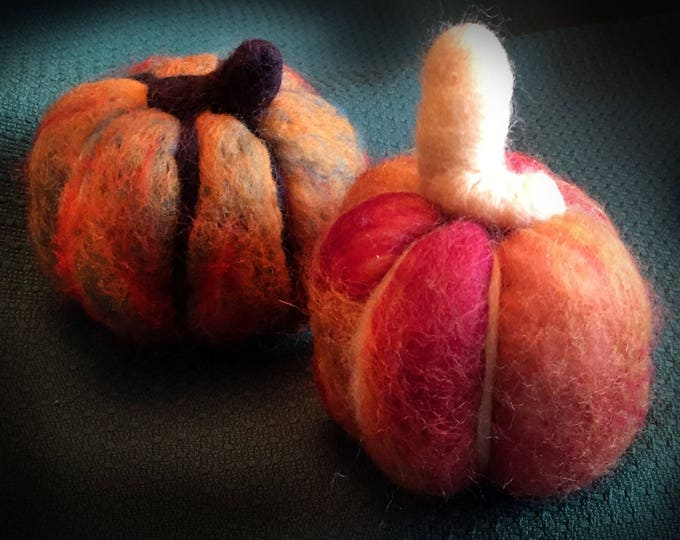 Medium/Small Felted Pumpkins, Handmade, Set of 2, Halloween Pumpkins, Thanksgiving Accents, Halloween Decor, Felted Sculpture, Pumpkins