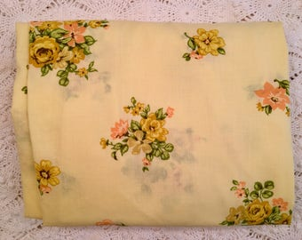 Vintage Tastemaker Full Fitted Sheet - No Iron Muslin - Yellow Flowers - 1970s Bedding - Yellow Floral Muslin Double Fitted Sheet - Vintage