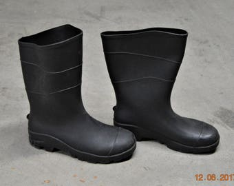 Black Rubber Boots, Men's size 8,Women's size 10,Made in the USA,Heavy Garden Rain Shoes,Waterproof,Good Condition