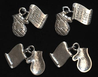 4 Silver Pewter Oven Mitten with Grandma's Recipe Charms (qb100)