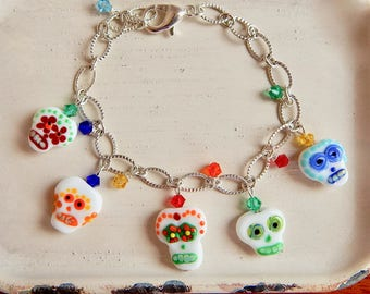 Sugar skull charm bracelet - lamp work beads - halloween bracelet - day of the dead