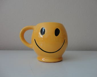 VINTAGE ceramic yellow and black mccoy HAPPY smiley face MUG