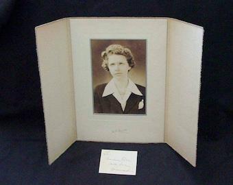 Instant Ancestor Family Photo Gallery Studio Portrait To Grandma in Display Folder with Card 1940 Era (MR5)