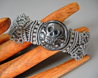 Skull and Crossbones Micro Macrame Bracelet  - Beaded Macrame - Day of the Dead Jewelry - Día de Muertos Jewelry - Skull