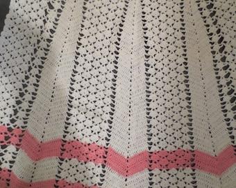 Vtg Crocheted Pink White Apron / 1950s Crocheted Apron /crocheted kitchen apron / hostess apron / bridal gift