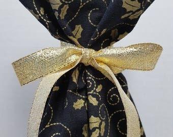SALE Christmas Wine Bottle Gift Bag Holly Swirls Gold Metallic on Black Print