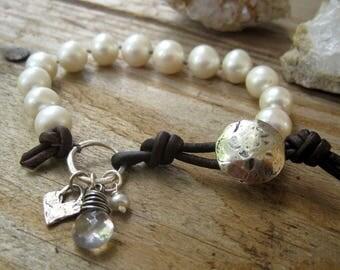 Creamy White Pearl Leather Beaded Bracelet, Boho Stacking Bracelet, Layering Bracelet, Knotted Pearl Bracelet, Heart Charm