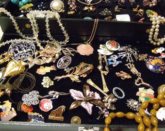 Assorted Vintage Jewelry Collection Lot