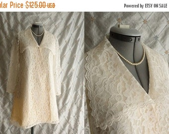 ON SALE Wedding Dress // 60s Dress // Lace Wedding Dress // Vintage 1960s Ivory Lace Wedding Mini Dress Size  M