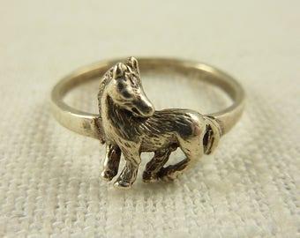 Size 8 Vintage Sterling Little Horse Ring