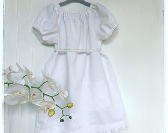 Girls white linen dress White smocked dress toddlers Linen dress baby White linen party dress girls White flower girl dress Vintage dress