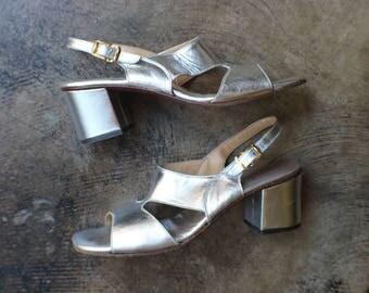 Size 7 1/2 / Silver 70's Heels / Metallic Vintage Shoes / Vintage 1970's Women's Shoes