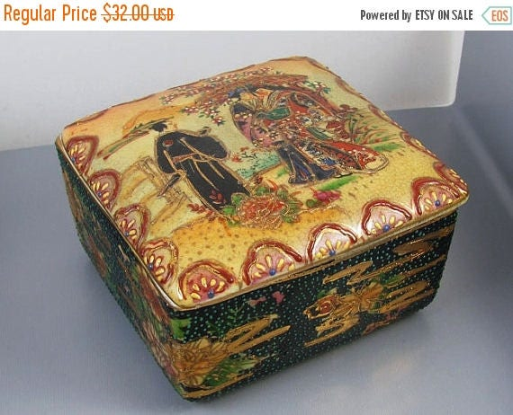 Christmas in July Sale Vintage mid century Japanese Royal Satsuma covered  dish / trinket box / cache pot / ceramic / pottery / Asian / Orie