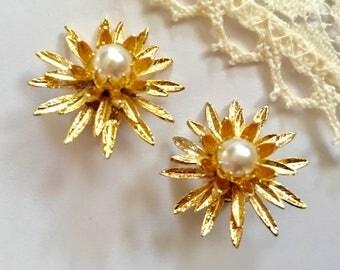 Vintage Goldtone Starburst Pearl Cluster Clip Earrings NOS New Old Stock