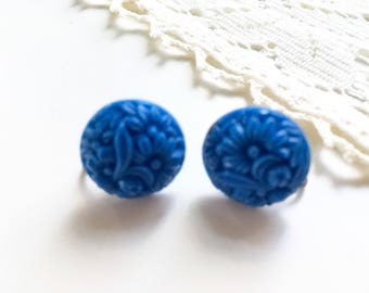 Beautiful Vintage Molded Blue Floral Glass Screw Closure Earrings