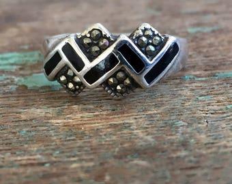 Vintage 925 Sterling Silver Marcasite Black Enamel Wavy Ring size 8