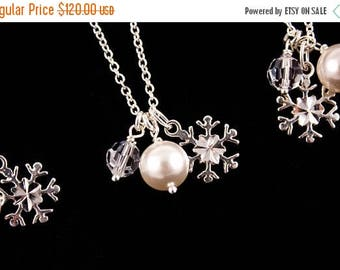 ON SALE Bridesmaid Jewelry Winter Wedding Set of 6 Sterling Silver Snowflake Necklaces