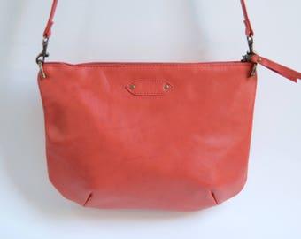 Nana mini leather dart bag: Cherry red