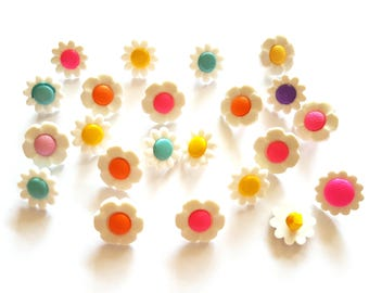 30 pcs Cute Daisy Flower Shank Buttons Mix Size and Colors Red Pink Blue Yellow Green Orange