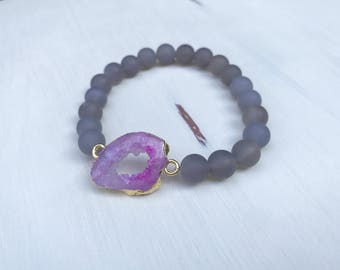 Stretchy Beaded Grey Agate Bracelet with Pink Geo Slice