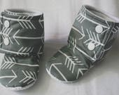 arrow baby boots - tula archer - hipster baby booties - hipster baby - infant shoes - non slip shoes - unisex print baby boots - grey boots