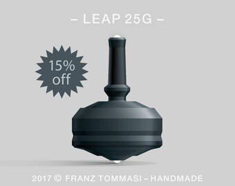 LEAP 25G Black – Spin top with dual ceramic tip and rubber grip