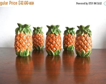 christmas in july sale Vintage Ceramic Pineapple Salt and Pepper Shakers - Pineapple Figurines
