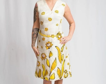 Anniversary Sale 35% Off Mad Men Blasts Away - Vintage 1960s White Sheath Scooter Dress in White w/Large Power Flowers - 8/10