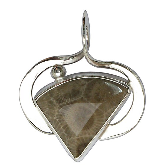 Petoskey Stone Pendant set in Sterling Silver  ppkyf2924