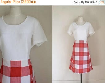 AWAY SALE 20% off vintage 1970s dress - CHECKER red & white gingham dress / Xl