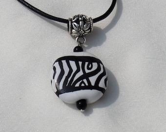 Black/White Kazuri Bead Necklace Set