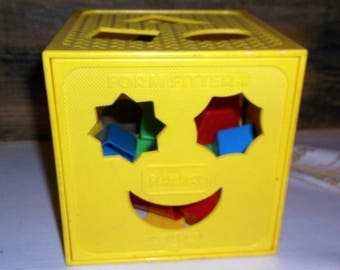 Vintage 1986 Playskool Form Fitter Shape Sorter with 8 colorful shapes