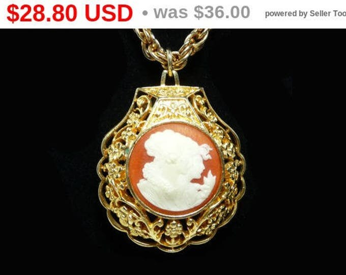 Vintage Cameo Perfume Pendant - Chain Necklace - White Porcelian Woman on Amber Color - Goldtone Scallop Shell
