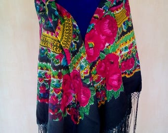 Vintage Soviet floral black wool shawl. Boho scarf, shawl. Babushka shawl. Fringed shawl. SC033