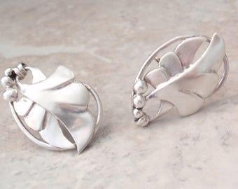 Sterling Leaf Earrings Berries Screw Back Abstract Vintage V0857