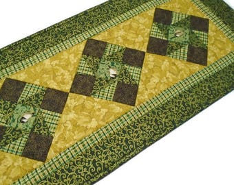 Christmas Quilted Table Runner,  Winter Christmas Table Runner, Chickadee Quilted Table Runner, Gold Green Table Runner, Reversible Runner