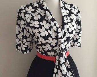 Vintage Floral Blouse + 1960s Blouse w Bow + Black & White Floral Print Shirt + Short Sleeve Blouse That Ties + Mad Men Pin Up Top