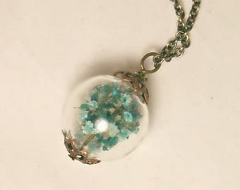 Pendant made of real flowers blowing baby (B)