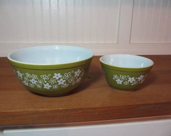 2 Pyrex Crazy Daisy, Spring Blossom Mixing Bowls, Green Floral Pyrex Bowls, Vintage Kitchen GL400