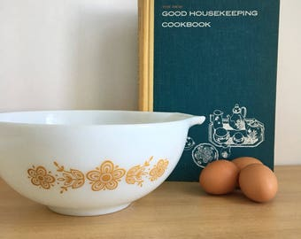 """1960's PYREX """"Butterfly Gold"""" White Cinderella Bowl 2.5 Qt. (#443)"""