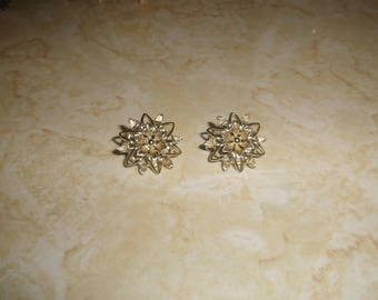 vintage clip on earrings goldtone flower sarah coventry
