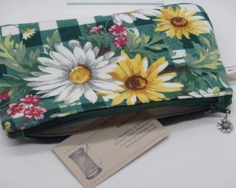 Daisy Makeup Bag, Travel Bag, Cosmetics Clutch, Floral Bag, Zip Pouch, Wet Sack, Ditty Bag, Makeup Pouch