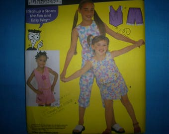 Simplicity 9607 Dummies Size 7-8-10-12-14 Top ansd Shorts.