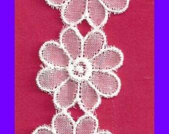 White Organza DAISY Trim Lace Bridal Cards Scrapbooks Snippet Rolls Junk Journals