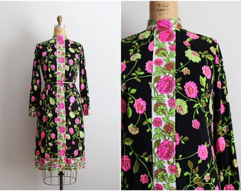 60s Mod Dress / 1960s Dress / Floral Dress / Wilroy Traveler / Size S/M