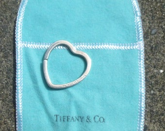 Authentic   T and CO......Tiffany and Company Keychahin in 925 silver.....heart  split Ring....Rare....discountinured