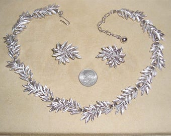 Vintage Striking Trifari Silver Tone Necklace And Matching Clip On Earrings 1960's Signed Jewelry 11165